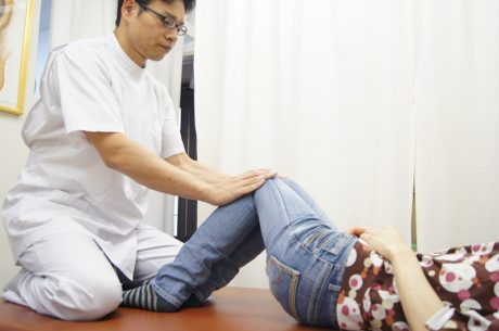 膝倒し検査骨盤腰椎