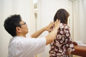 背骨のゆがみ検査むち打ちでの首のゆがみをみていきます