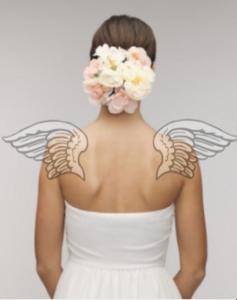 肩甲骨が天使の羽 in ウエディングドレス