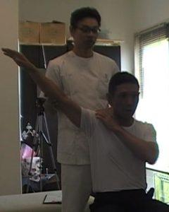 右肩の動作痛テニス肩