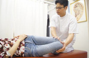 膝倒し検査骨盤
