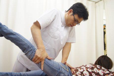 骨盤ストレッチ大腿四頭筋伸ばし