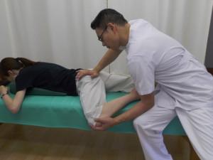 股関節が緩む姿勢