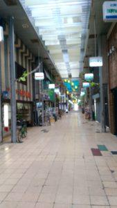 地方にある商店街は人通りがなく寂しい