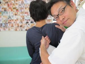 グイッと肩甲骨はがしで肩の可動域拡大