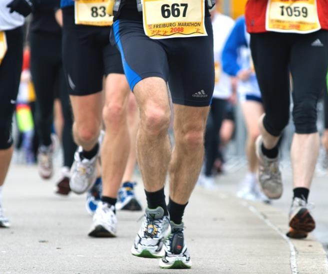 マラソンランナーの膝足