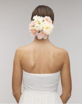 ウエディングドレスに天使の羽の肩甲骨