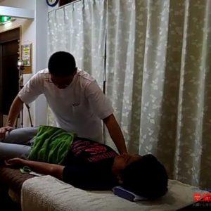 膝倒しのストレッチ腹斜筋や前鋸筋広背筋をのばす