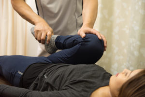 膝関節屈曲股関節屈曲膝を胸につけるポーズ検査