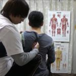 肩甲骨はがしから後ろ腕を組む守口市