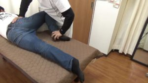 骨盤の関節に動きをつける大殿筋ほぐし