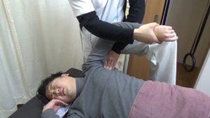 藤井寺市身体の硬さ肩甲下筋脇の筋肉のストレッチ