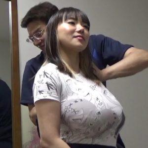 胸の大きな女性は肩こりが酷い